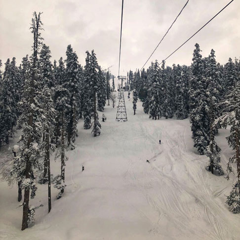 Kashmir Tour Package, Book package with Fortune Connect Holidays. Snow in India , Beautiful , scenic beauty, Srinagar, Pahalgam, Gulmarg, Sonmarg. Gondola ride at Gulmarg. Visit Betab Valley, Aru valley etc