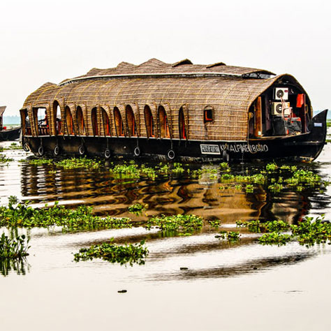 Stay at Houseboat in Alleppey Kerala. Fortune Connect Holiday provide booking, Its Safe, Honeymoon , Families, friends. backwater ride , Half day tour with food, stay with food