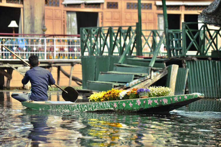 Srinagar Houseboat Stay in Kashmir . Stay at Dal Lake and Nagin Lake in Kashmir. Book your Kashmir package