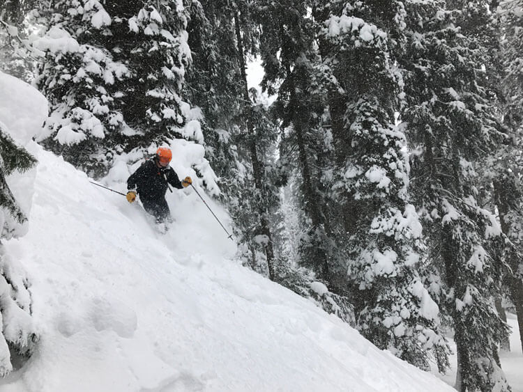 Skiing in Kashmir, Kashmir is Famous for Snow and Beauty , Beautifull Valley View. Book Your Skiing trip with Fortune Connect Holiday.