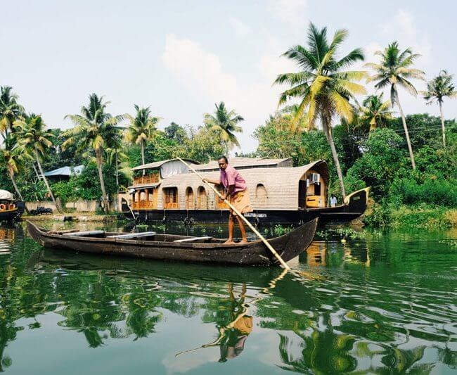 Kerala Houseboat Stay, Book your stay with Fortune Connect Holidays with Attractiv deals and Quality services