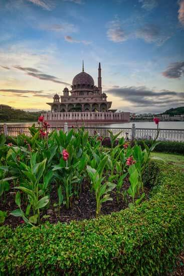 Beautiful city in Malaysia known as Putrarajya. Visit with Fortune Connect Holidays. Rose coloured graniate , Beautifull Pink Dome